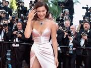 """Thời trang - Hot girl Hollywood nổi """"bần bật"""" tại Cannes vì sự cố váy xẻ sâu"""