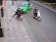 An ninh Xã hội - Khách kề dao vào cổ, tài xế bung cửa chạy ra đường cầu cứu
