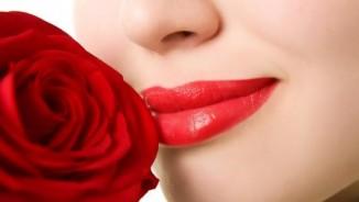 Khỏe 24/7: Hiểm họa từ phun xăm môi, lông mày
