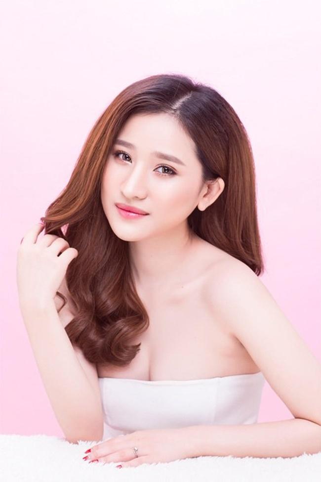 Được biết vợ cũ của Hồ Quang Hiếu là hot girl Ivy Lê.