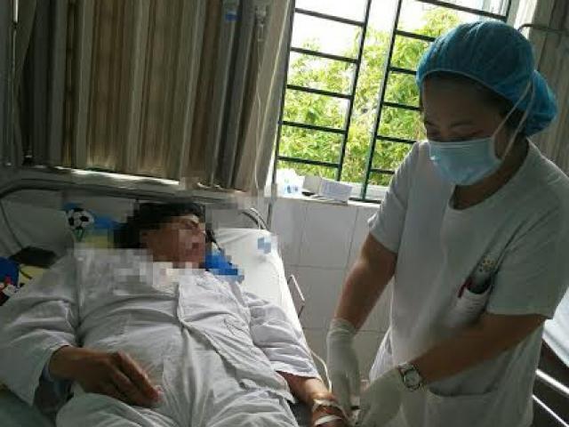 Nín thở ca phẫu thuật kéo dài 8 tiếng cho bệnh nhân có HIV