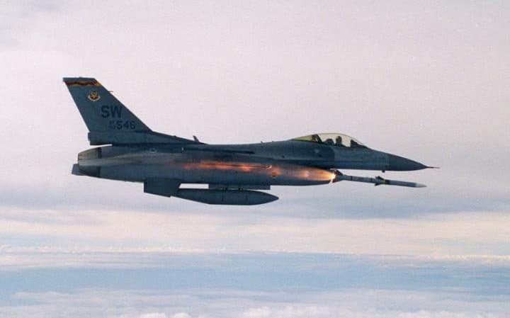 Chiến đấu cơ Mỹ bất ngờ dội bom đoàn xe quân đội Syria - 1