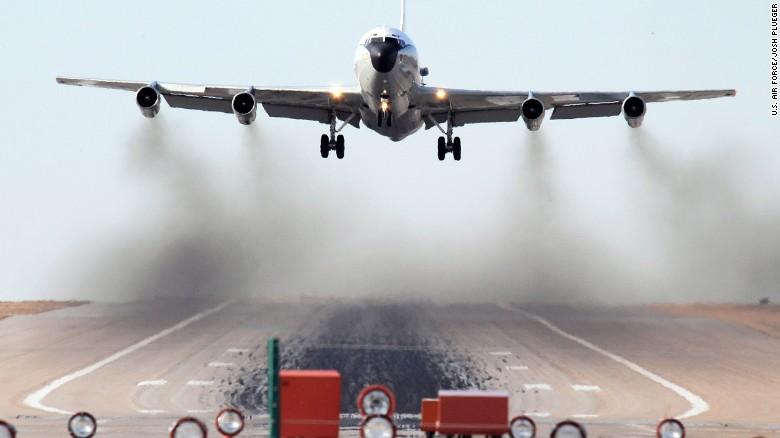 Chiến đấu cơ Trung Quốc nhào lộn ngay trên máy bay Mỹ - 2