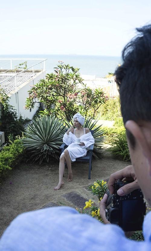 """Rò rỉ clip hậu trường áo tắm """"đốt mắt"""" của Ngọc Duyên - 7"""