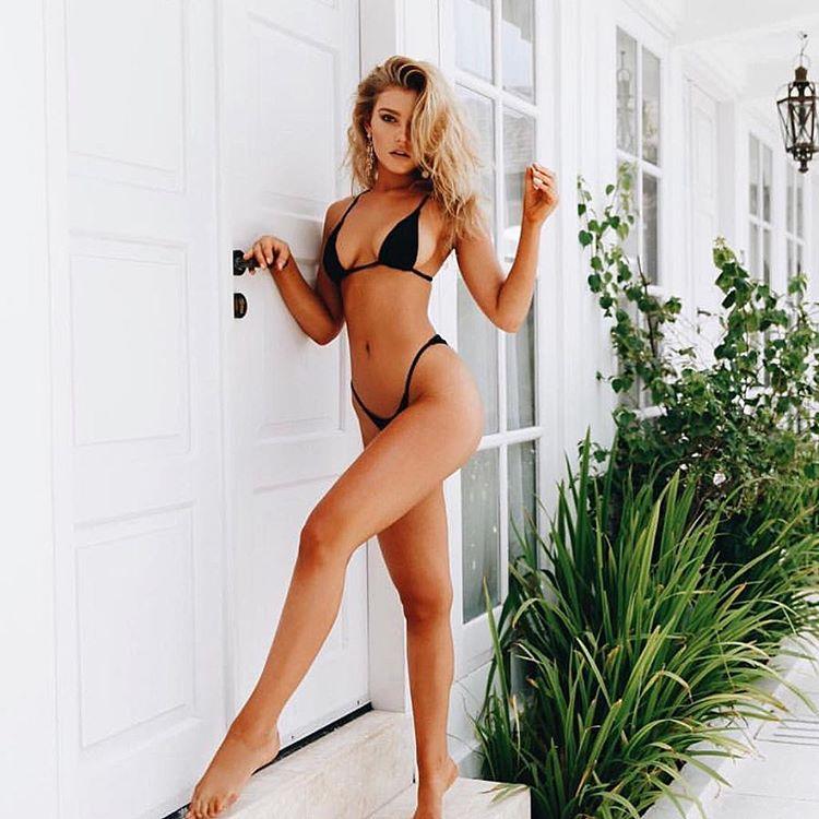 Bồ của tiền đạo Liverpool sở hữu cả shop bikini, nội y - 2