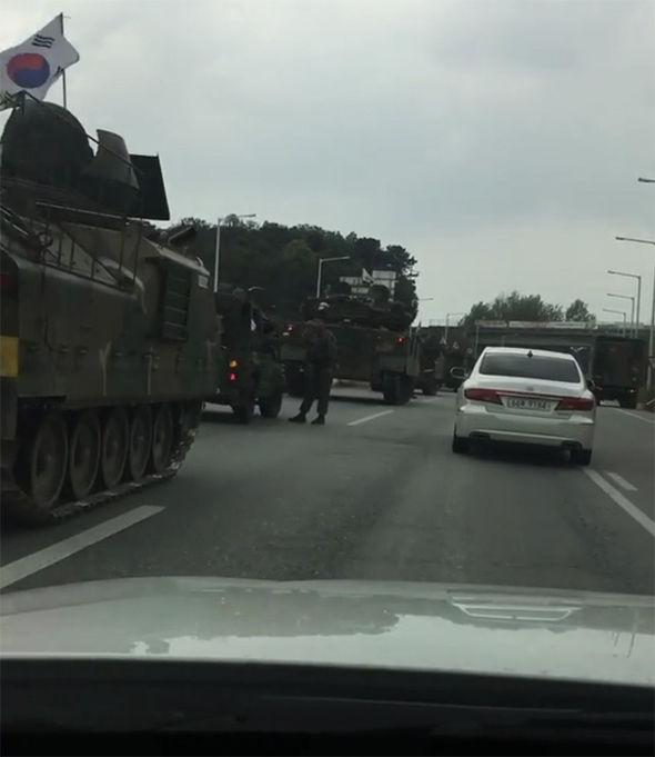 Đoàn xe quân sự HQ rầm rộ áp sát biên giới Triều Tiên? - 2