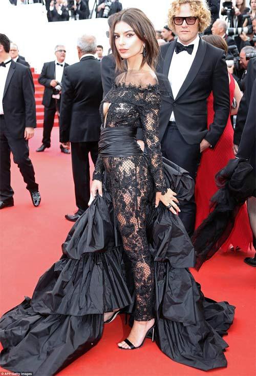 Lại một mỹ nữ khác phải xấu hổ vì váy xẻ cao tại Cannes - 11