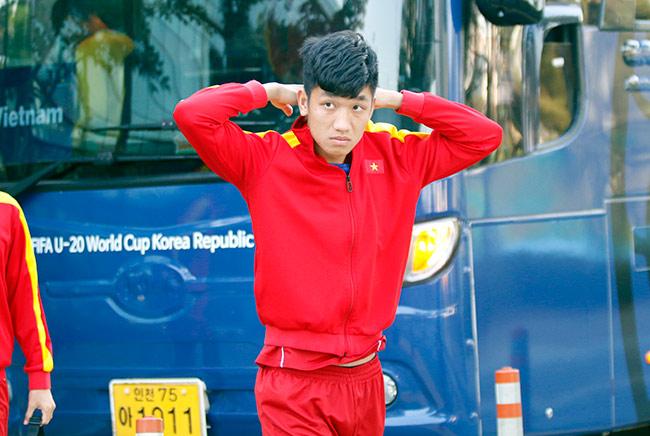 Hot boy U20 VN khiến HLV Hoàng Anh Tuấn âu lo - 8
