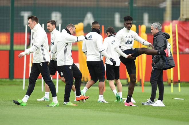 """MU: Pogba đi tập """"quên"""" giày, 6 cầu thủ trẻ đá chính - 4"""
