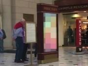 Phi thường - kỳ quặc - Mỹ: Chiếu phim khiêu dâm ở nhà ga đúng giờ cao điểm