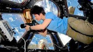 Xem phi hành gia ăn uống, sinh hoạt trên trạm vũ trụ ISS
