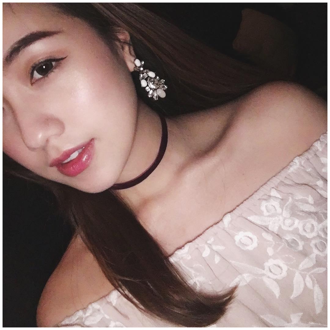 Chia tay người yêu, hot girl Mie luôn mặc áo trễ nải ra đường - 4