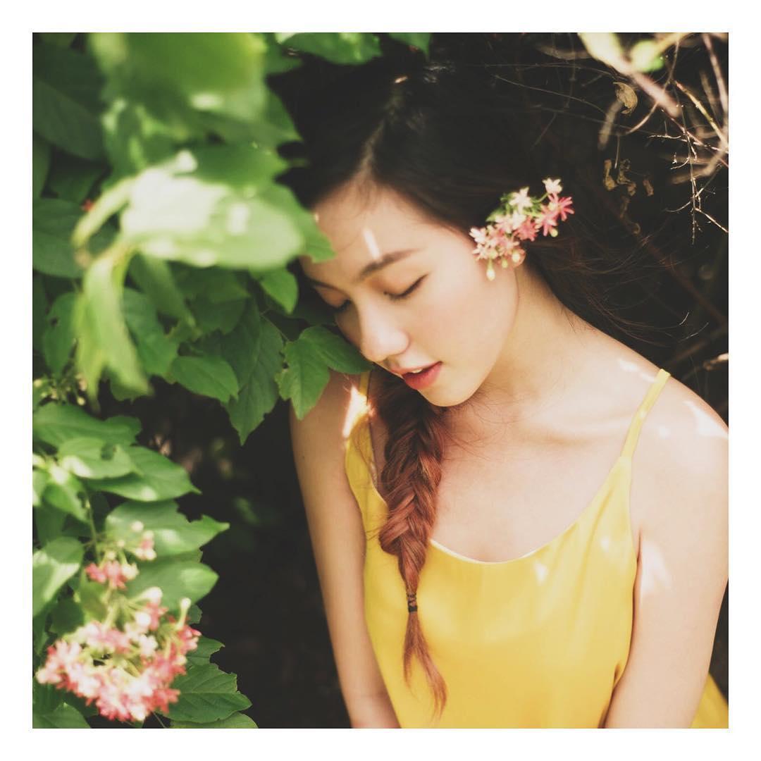 Chia tay người yêu, hot girl Mie luôn mặc áo trễ nải ra đường - 8