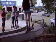 Phi thường - kỳ quặc - Trượt scooter trên hàng rào và cái kết chảy nước mắt