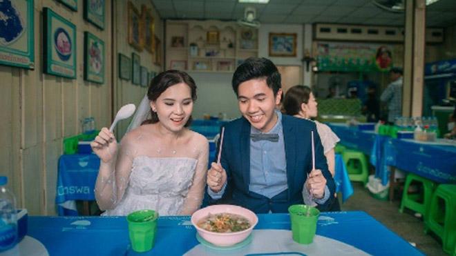 Cặp đôi Thái gây sốt vì chụp ảnh cưới với muôn kiểu món ăn - 3