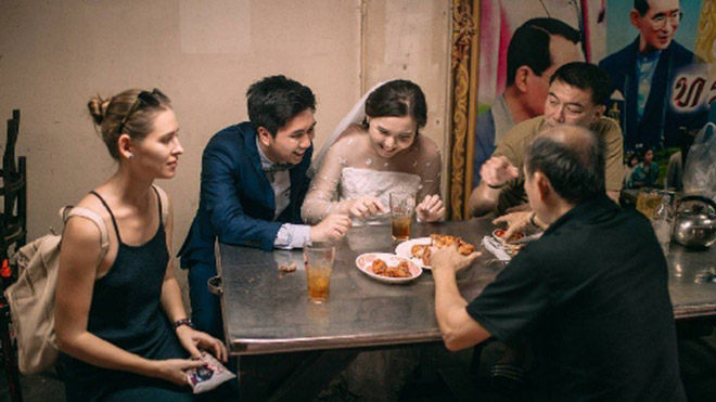 Cặp đôi Thái gây sốt vì chụp ảnh cưới với muôn kiểu món ăn - 4