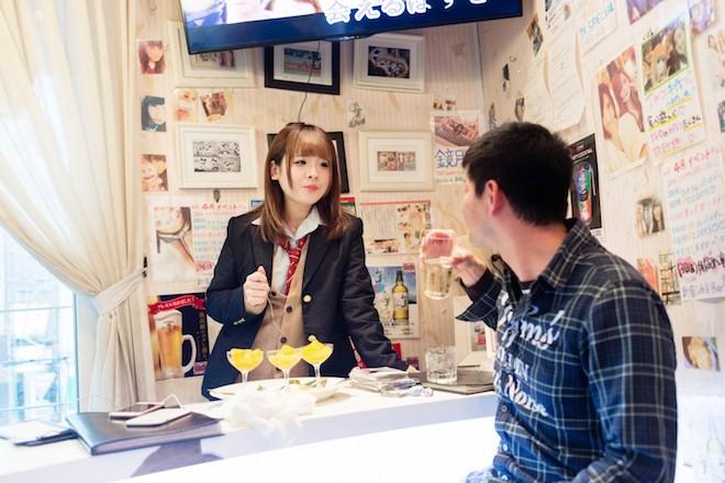 Đằng sau thế giới ngầm mại dâm vị thành niên ở Nhật Bản - 1