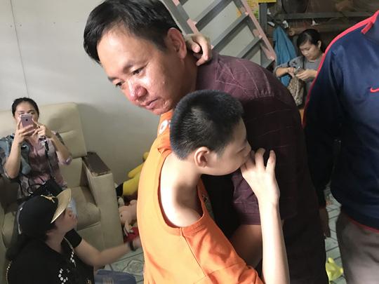 Lời hứa của Đặng Hữu Nghị, người cha có hai con bị bại não - 1