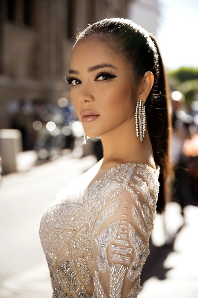 Lý Nhã Kỳ đẹp như nữ hoàng Ai Cập trên thảm đỏ Cannes - 1