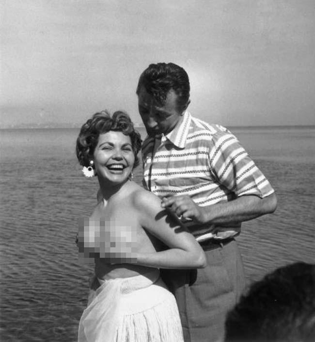 Simone Silva bị đuổi khỏi thảm đỏ Cannes1954 vì khoe ngực.