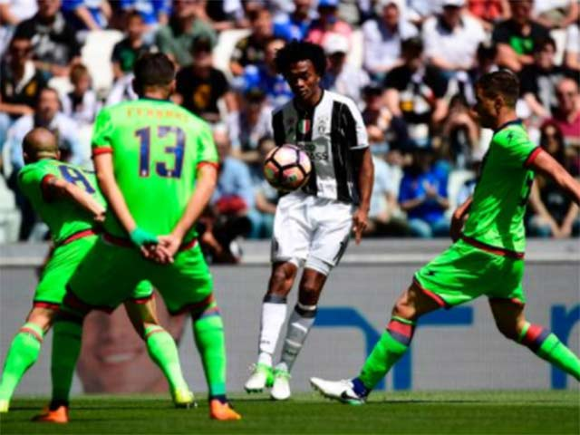 Juventus - Crotone: Bước hai của cú ăn ba