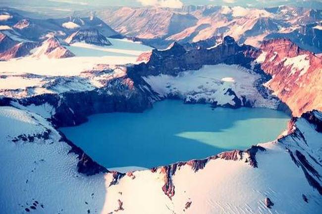 Điêu đứng trước vẻ đẹp 10 hồ núi lửa đẹp ngất ngây - 5
