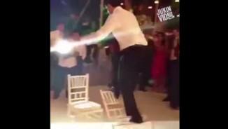 """Clip hài: Đám cưới mà... cười muốn """"bể bụng"""""""