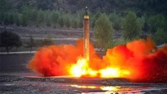 """NÓNG nhất tuần: Mỹ lần đầu dùng 2 tàu sân bay """"siết"""" Triều Tiên"""