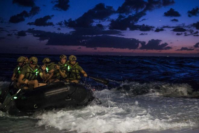 Hình ảnh ấn tượng nhất của quân đội Mỹ - 8