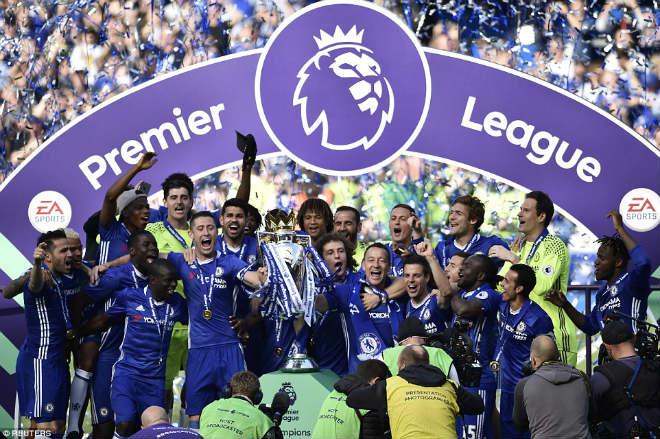 """Chelsea: Conte """"tăng động"""", Terry nghẹn ngào ngày nhận cúp - 6"""