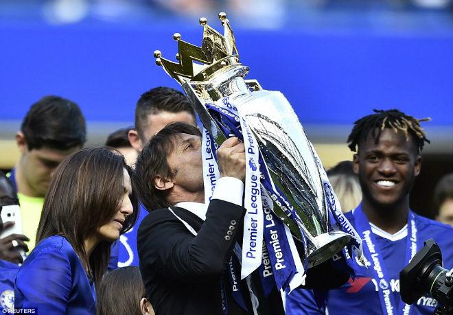"""Chelsea: Conte """"tăng động"""", Terry nghẹn ngào ngày nhận cúp - 7"""