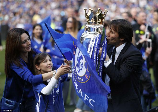 """Chelsea: Conte """"tăng động"""", Terry nghẹn ngào ngày nhận cúp - 8"""