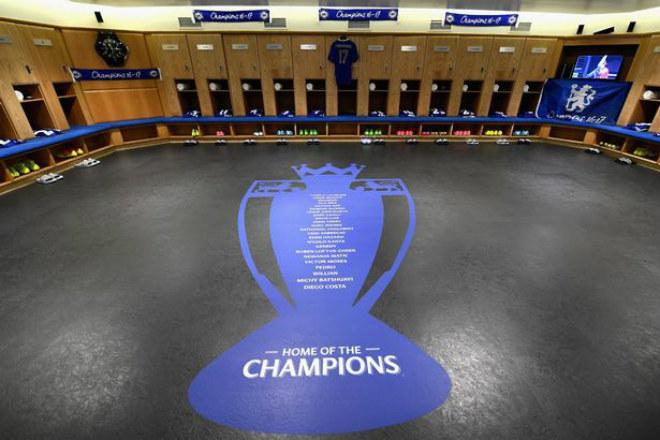 """Chelsea: Conte """"tăng động"""", Terry nghẹn ngào ngày nhận cúp - 1"""
