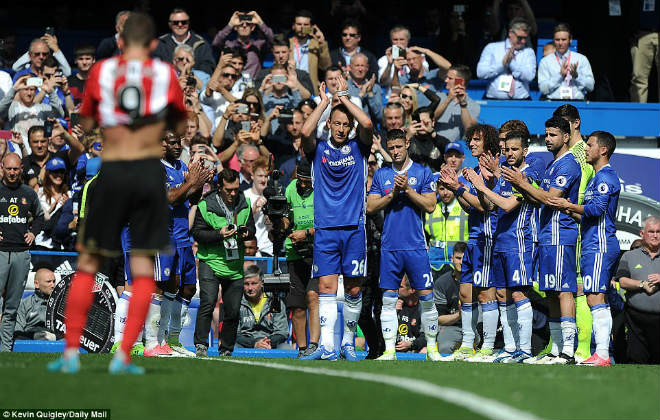 """Chelsea: Conte """"tăng động"""", Terry nghẹn ngào ngày nhận cúp - 4"""