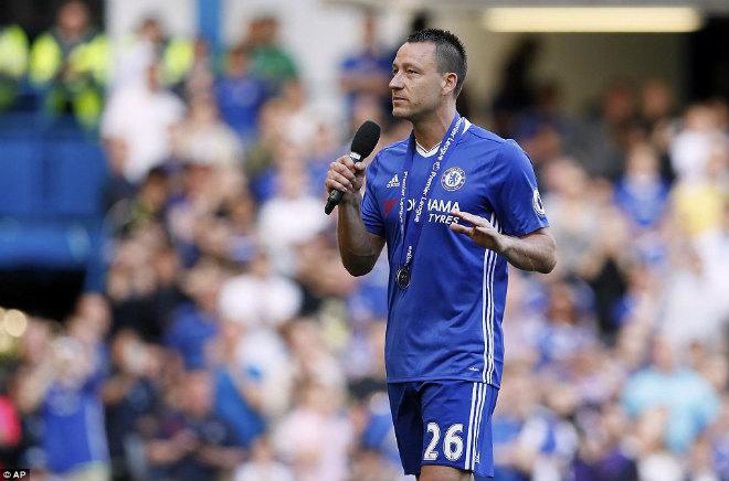 """Chelsea: Conte """"tăng động"""", Terry nghẹn ngào ngày nhận cúp - 10"""