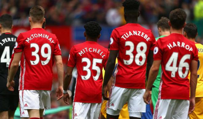 MU thắng với toàn măng non: Mourinho tấm tắc xoa tay - 1