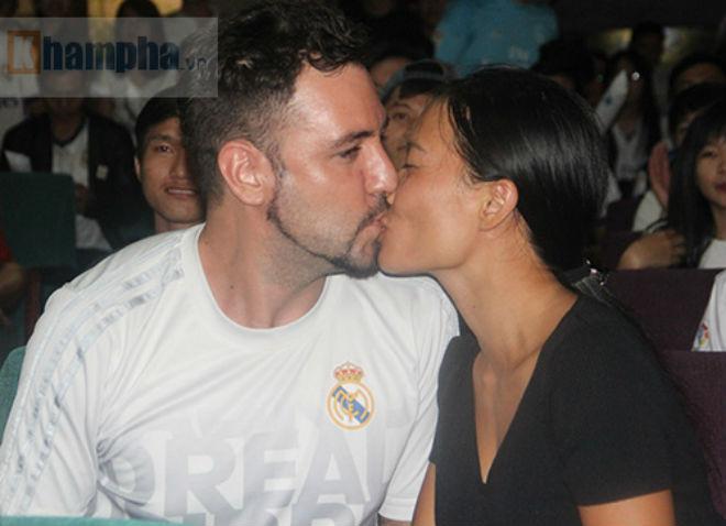 Fan Real tại VN ăn mừng cùng Ronaldo: Nụ hôn và nước mắt - 4