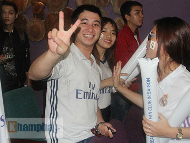 Fan Real tại VN ăn mừng cùng Ronaldo: Nụ hôn và nước mắt - 10