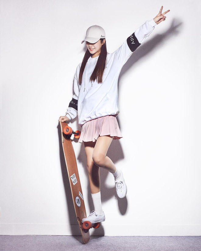 Gái xinh trượt ván khiến hàng triệu trái tim tan chảy - 4