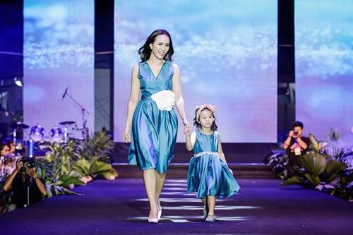 MC Bảo Anh tự tin khoe eo, đọ dáng với Thu Minh, Ngọc Trinh - 8