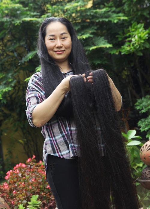 """Người phụ nữ có mái tóc dài nhất VN: """"Cả gia đình tôi phải ngủ ngược giường"""" - 2"""