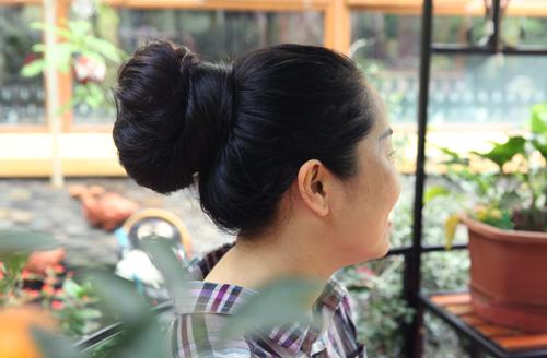 """Người phụ nữ có mái tóc dài nhất VN: """"Cả gia đình tôi phải ngủ ngược giường"""" - 5"""