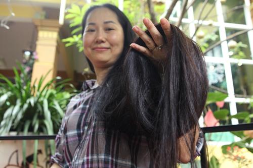 """Người phụ nữ có mái tóc dài nhất VN: """"Cả gia đình tôi phải ngủ ngược giường"""" - 4"""