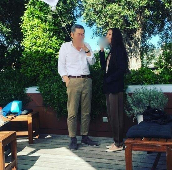 Cặp đôi chú-cháu gây phẫn nộ khi công khai tình tứ ở Cannes - 2