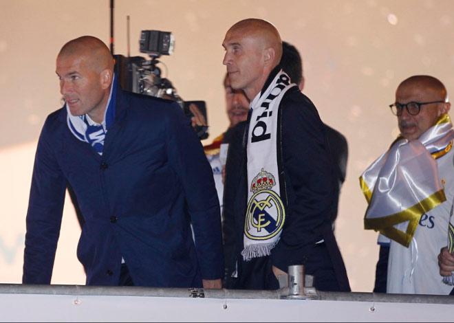 Real vô địch Liga: Ronaldo, Ramos quậy tung đường phố Madrid - 15