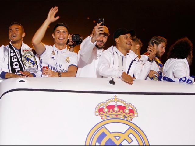 Real vô địch Liga: Ronaldo, Ramos quậy tung đường phố Madrid