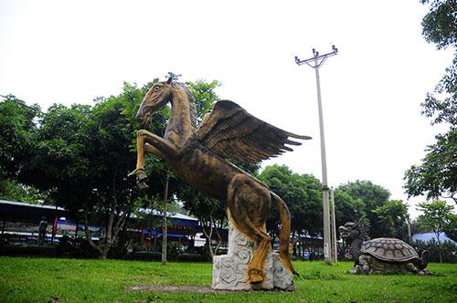 """Khu vườn toàn """"quái thú"""" độc, lạ và dị nhất Việt Nam - 6"""