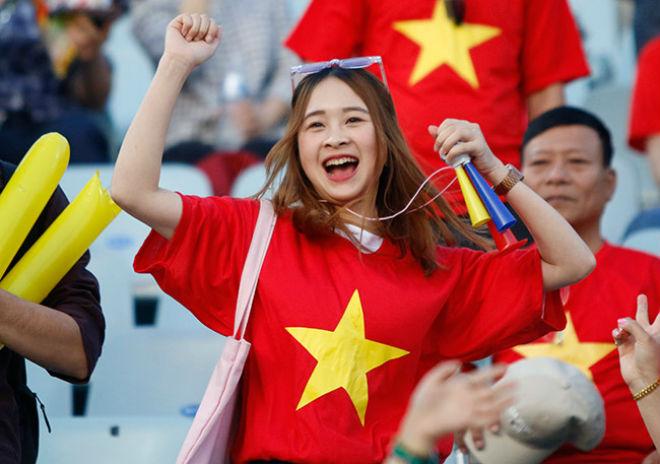 Fan nữ xinh hừng hực khí thế cổ vũ U20 Việt Nam đá U20 New Zealand - 2