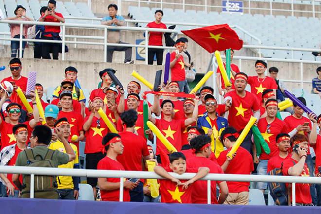 Fan nữ xinh hừng hực khí thế cổ vũ U20 Việt Nam đá U20 New Zealand - 8