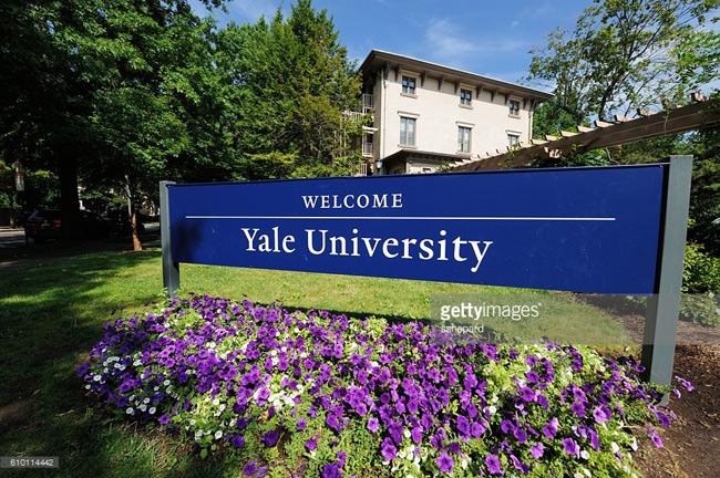 Đại học Yale là đại học tư thục ở New Haven, Connecticut (Mỹ).